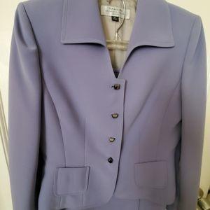 A 2 piece woman suit